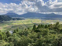お昼ご飯を食べて黒川温泉方面へ 途中の城山展望所 この時期は田畑がパッチワークみたいです