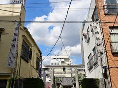 ●押上天祖神社  再度スカイツリー方向へ戻り、「浅草通り」南側の下町らしい雑多な建物が軒を連ねる一角に、ひっそりと鎮座する「押上天祖神社」へ。