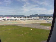 リニューアル工事が完了した福岡空港(^_-)-☆。 着陸です。