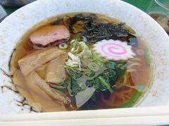 「米丸民宿」で昼食に古き良き昭和時代の正統派海の家醤油ラーメン