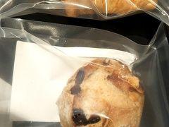 ダイヤモンドプレミアラウンジへ行ったら、なんとメゾンカイザーのパンが復活していました。ばんざーい! パン、美味っ。