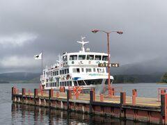 ピリカ号の阿寒湖での滞在時間は約2時間。 阿寒湖遊覧船に乗った方もいらっしゃいましたが、乗船すると船が戻ってほぼ時間切れ。 今回は湖畔の散策に止めました。
