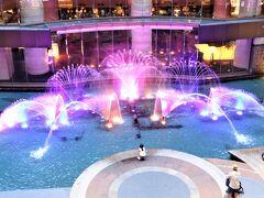 キャナルシティの噴水 子供たちが光と噴水のショーに釘付けでした