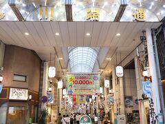 櫛田神社の近く「川端通」は地元商店街 ここを通り抜けると中洲川端