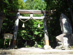 城山公園から30分ほどで戸隠神社宝光社に着きました。駐車場に10台ほどしか停められず、しばらく待ってから参拝しました。
