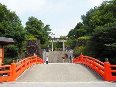 まずは最初は、「武田神社」へ。名前の通り、武田信玄公を御祭神としている神社です。躑躅ヶ崎館(つつじがさきやかた)の跡地に建てられています。