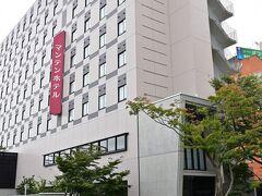 このビルの並びに宿泊する「福井まんてんホテル」があります。