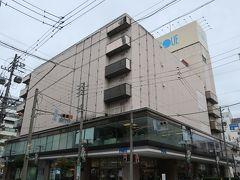 だって松本に来た一番の目的は井上百貨店ですから・・・  井上百貨店は1885年創業の老舗百貨店。 以前は松本城に近い大手2丁目にありましたが 1979年に駅近くのここに移転してきました。 外観がどことなく伊勢丹郊外店っぽい?