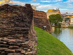 ◆素晴らしい チェンマイ門から東に歩いてカタム砦へ