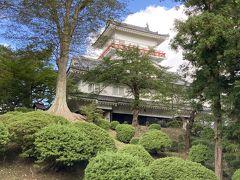 石垣も天守閣もない珍しいお城、久保田城御隅櫓(千秋公園内)です。