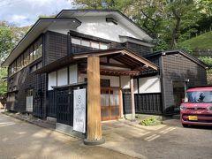 公園内入口の坂道の途中に秋田舞子劇場(千秋公園内)がありました。