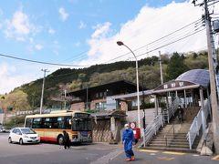 12:05 藤野駅に着きました。(相模湖駅から10分) 藤野駅(JR中央線)は神奈川県最後の駅です。次のバスまで1時間ほどあるので、ここでランチタイムとします。