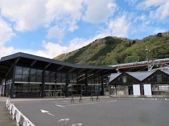 11:49 相模湖駅に着きました。(三ケ木から22分) 6分の待ち合わせで藤野駅行に乗換えます。