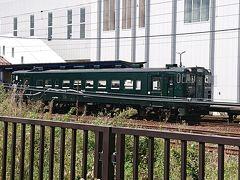 木古内駅に来ました。一両編成の汽車が停まってます。