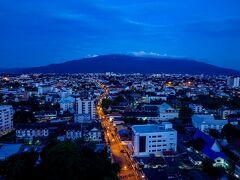 ◆6:00起床 まだ、完全に夜が明けていないチェンマイの街。