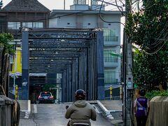◆ホテルから10分ほどでクアレック橋に到着