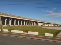 途中でギリシャ式建築物のような大防波堤を 見ることができました。 ここは最終日にもう一度訪れる予定です。