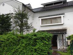 翌日。朝は晴れていたのだが予報通り以降は雨。猿ヶ京温泉の外れにある「椿山房」に入館。与謝野晶子に心酔した館長さんが収集した作品や写真が展示されている。