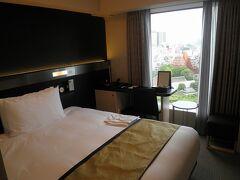 さて、23日は「リッチモンドホテルプレミア浅草」に宿泊。私自身は全然インターナショナルではないのですが、外国人客は多かったです。 シングルですが、眺めの良い部屋に入れてラッキーでした。 それにしても、ここのホテルのスタッフの皆さん、きちんと教育が行き届いていて、細かいところまで気にかけてもらい、本当に素晴らしかったです。