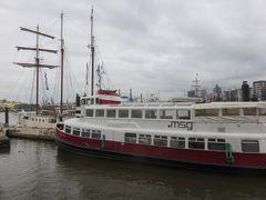 ハンブルクの街は海に面していないけれど  このエルベ川の運河は川幅が広いので  港の雰囲気は  河というより海みたいにも感じますね