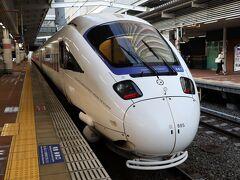 早朝の博多駅 6:33発長崎行きの特急かもめに乗車いたします