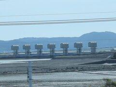 諫早湾干拓堤防道路 島原半島とショートカットで繋がっています