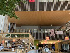 翌朝 朝食はホテル隣の「桜十字福岡病院」内のオシャレなカフェで
