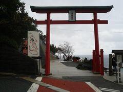 バスでしばらく走り長門市にある元乃隅神社へ。
