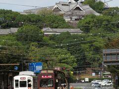 2020.10.11 通町筋 上の裏を歩いて通町に到着。覆いが外れて熊本城がきれいに見えるようになった。