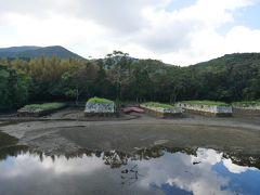 再びバスに乗って到着したのはお船江跡。 その昔、久田川の河口に人口の入江が構築され、内部に四つの突堤と五つの船渠が設けられた。 これを「お船江」あるいは「お船屋」と称している。 江戸時代、海に面した各藩はその藩船を格納するお船屋を設けていたけど、現在これほど原形を保存している所は全国でも珍しいとのl棋院ことで県指定史跡にも指定されている。