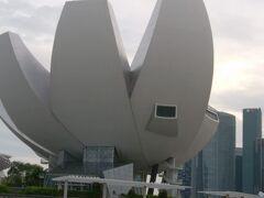 アートサイエンスミュージアムもこの角度からです!  このサイエンスミュージアムも楽しいところです。