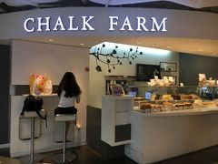 夕方はオーチャードへ行きました。 こちらはパラゴンにあるケーキ屋さん。シンガポールならではのフレーバーも色々とあるんです。夜のデザートを調達(^^;  Chalk Farm #B1-K24 Paragon, 290 Orchard Road