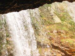 裏見の滝!です~ ちょっとしたアトラクション的に濡れます(笑)
