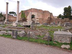 エミリアのバジリカ  税の取立て、裁判が行われていた会堂だそうです。 西ゴート族のローマ侵攻の際に焼失したコインの 跡が残っているようです。