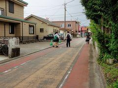 駅の向かう途中に道は昔のままの青梅街道だそうです。 この両側にはいろいろな商店が並んでいて根岸屋横丁と呼ばれていらそうです。