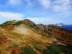 水晶小屋前から水晶岳。奥には赤牛岳や立山も見えました。