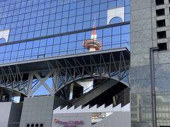 駅ビルに京都タワーが映ってきれいです