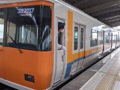 コスモスクエア行きに乗り換えて、 大阪港の方へ向かうと途中からは地下鉄は地上を走ります。