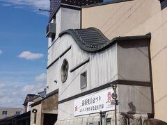 「曳山博物館」です。 長浜の曳山祭は、長浜八幡宮の春の祭礼で、 4月13~16日に行われます。