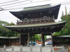 ●不動門@川崎大師  境内には、ベンチに座られてゆっくりされているご老人の方もいらっしゃいました。 全国的にも有名な場所ですが、地域の人と共にあるお寺だな…とも感じました。