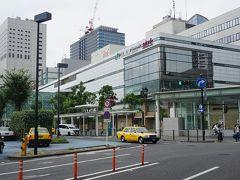 ●JR川崎駅  JR川崎駅にやって来ました。 川崎って、関西でいう尼崎のイメージがあります。 海側は工場地帯でがちゃがちゃしてる、でも内陸に行けば行くほど、クリーンな良いイメージになっていく。尼崎は大阪の隣。川崎は東京の隣。 今回は行けなかったけど、JR南武線に乗って、川崎の奥の方も行ってみたいな。