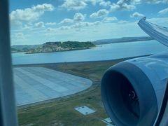 そして、瀬長島を横目に那覇空港に到着。 少し仮眠が出来たので回復。 さっそくレンタカー屋さんにピックアップしてもらって移動。