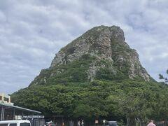 港から10分弱のところにある、タッチュー(城山)です。 とにかくここだけは押さえておきたかったので、真っ先に来ました。  さっそく頂上を目指します。 そして、時間が無いので、