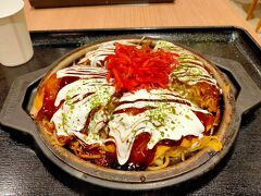 夫は大阪出身なのにまた広島焼きを食べていました。