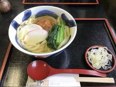 夫が、お腹が空いたと言うので、少し早いですが本丸茶屋でお昼ご飯にしました。写真は、北条うどんです。梅干しが入っています。
