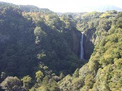 ちなみに先ほどの写真の右側に見えていた滝が震動の滝、別名「男滝」。 日本の滝100選に選ばれているようです。