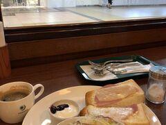 朝食は駅内にあるプロントで ハムチーズトーストセット 税込み 462円