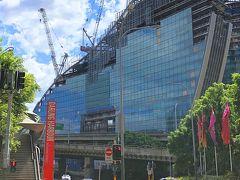 タウンホール駅から地下街を抜けて、スタート地点のダーリングハーバーへ。建設中の建物は新しいIMAXシアターです。