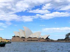 オペラハウスはすぐ目の前ですが、この埠頭をぐるっと回らないと到着出来ません。目の前なのに結構な距離があります。