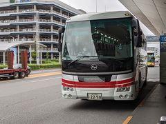 バスに乗って横浜へ向かいます。